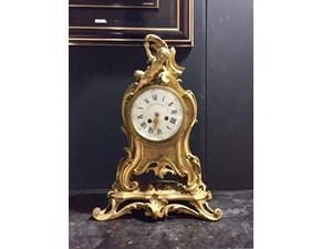 Orologio di Antiquariato da appoggio in stile 800' Francese in metallo bagnato oro , funzionante , con carica sul retro meccanica a chiavetta.