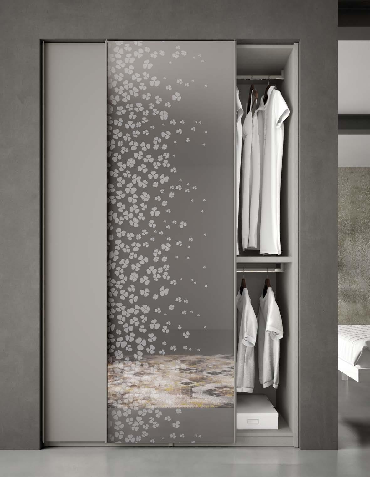 Armadio con disegni design casa creativa e mobili ispiratori - Specchio con tv ...