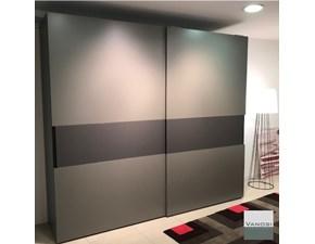 armadio moderno con ante scorrevoli