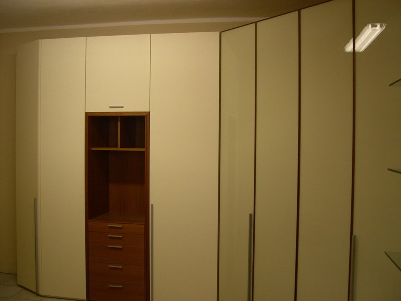 https://www.outletarredamento.it/img/armadi/armadio-angolare-con-cabina_N1_23837.jpg