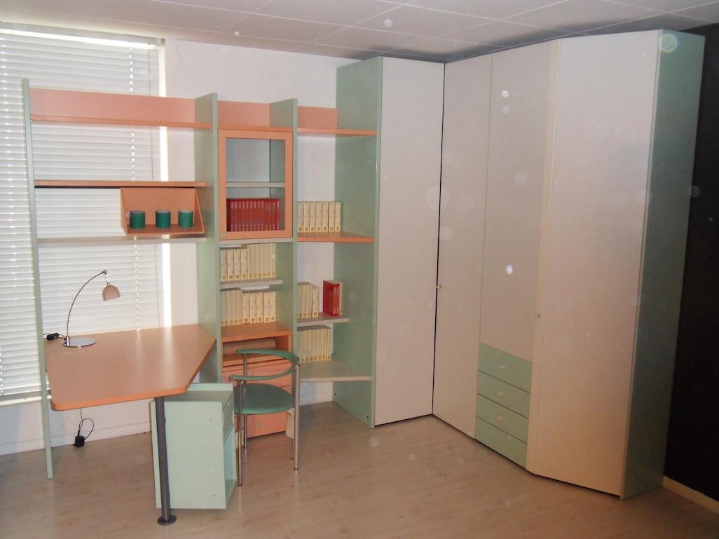 Armadio angolare libreria e scrivania per cameretta galli for Libreria per scrivania