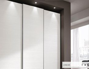 Armadio Colombini modello M553 linea Golf. Armadio con ante scorrevoli Linear in frassino bianco puro.