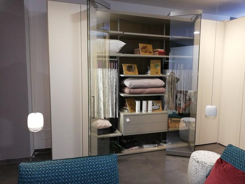 Armadio con cabina armadio core a prezzo ribassato 42 for Armadio serenissima con tv prezzo