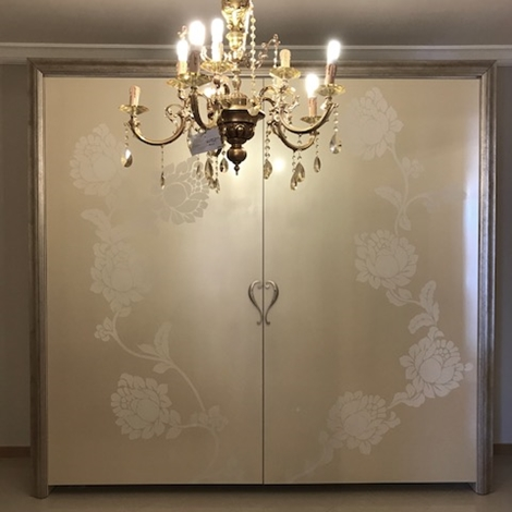 outlet Armadio elegante in legno stile contemporaneo in offerta