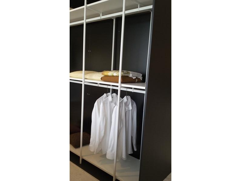 Armadio extendo slide moderno laminato opaco cabina armadio for Cabina di 300 piedi quadrati
