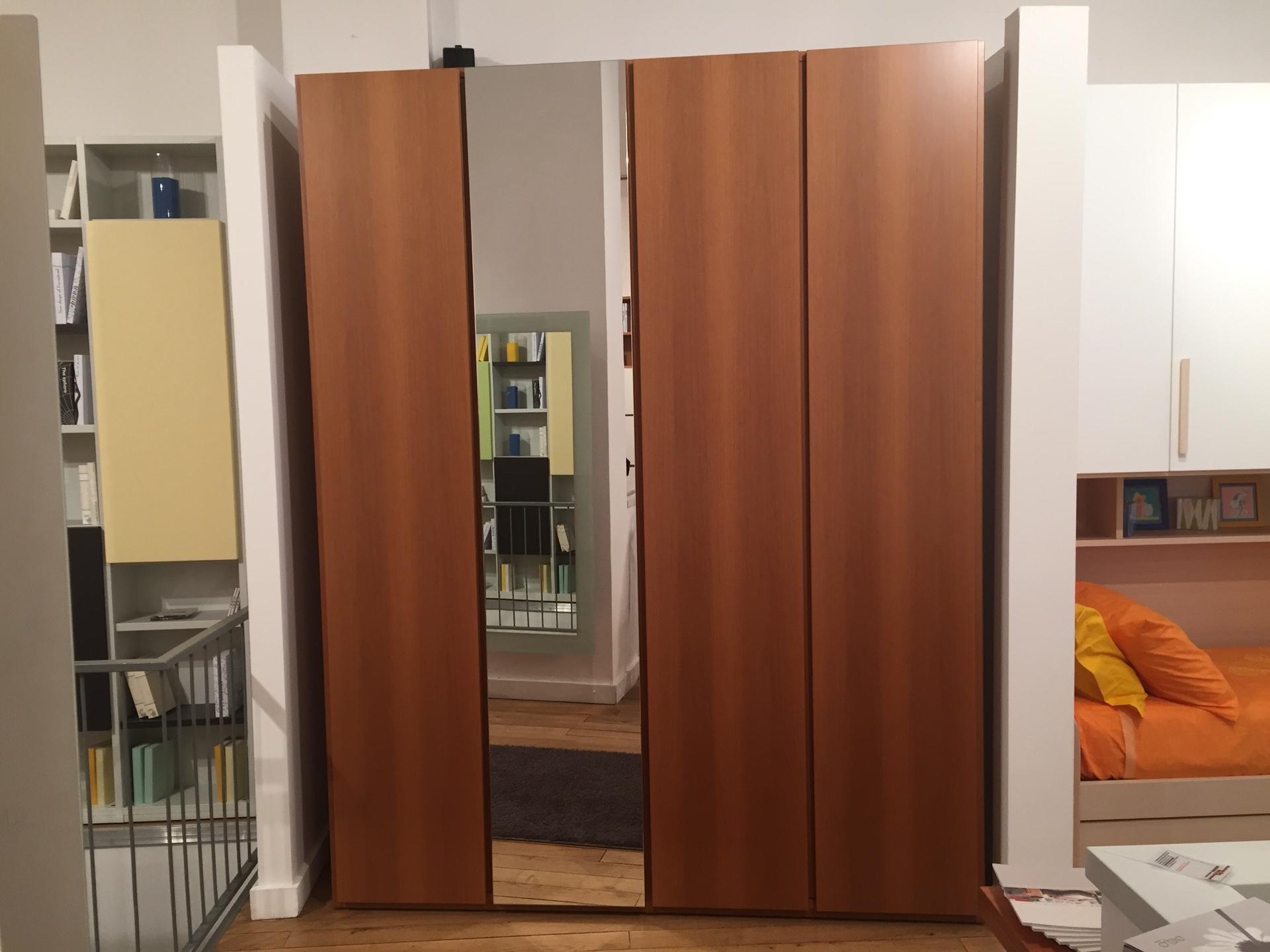 Spinelli letti a scomparsa letto a scomparsa with for Outlet arredamento brianza