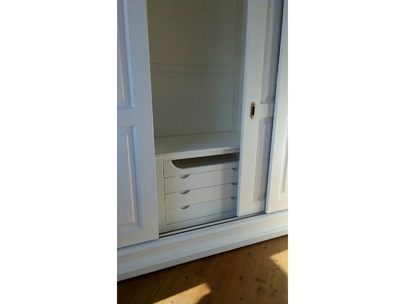 Armadio in legno a tre ante scorrevoli con cassettiera interna - Armadio con cassettiera interna ...