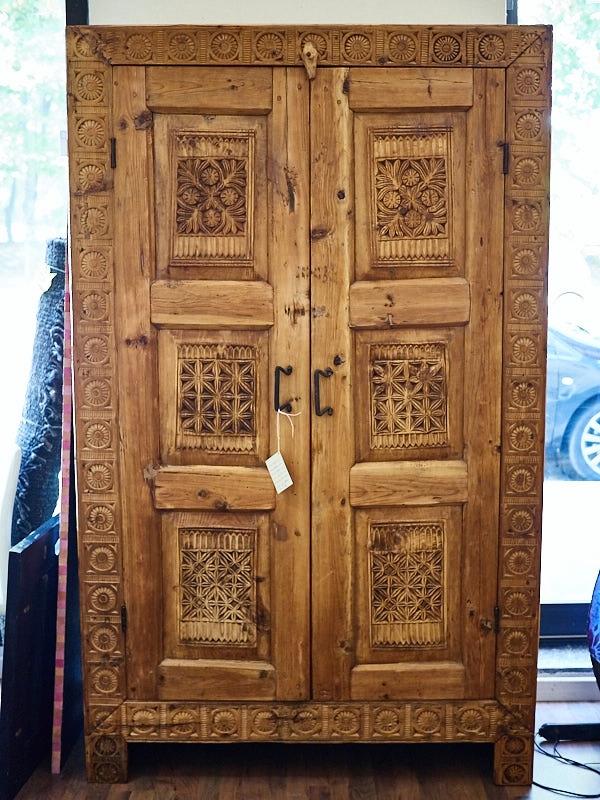 Armadio in legno di cedro fine 800 armadi a prezzi scontati for Armadio camera da letto offerte