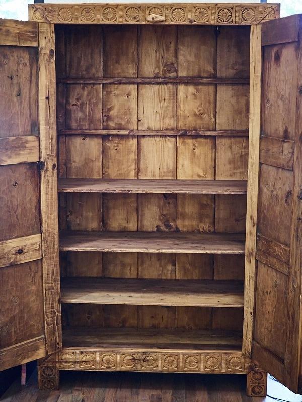 Armadio in legno di cedro fine 800 armadi a prezzi scontati for Armadi da ufficio in legno