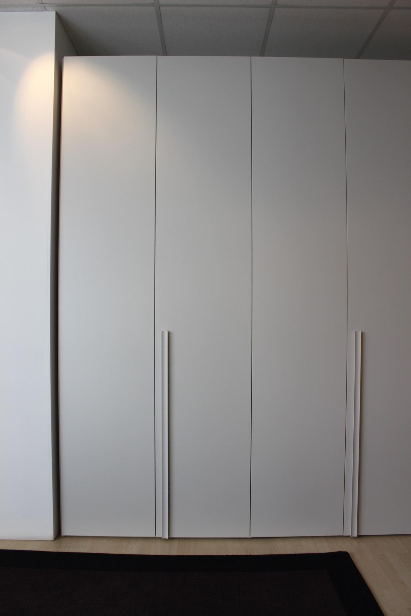 armadio novamobili anta liscia scontato del 50 armadi a prezzi scontati. Black Bedroom Furniture Sets. Home Design Ideas
