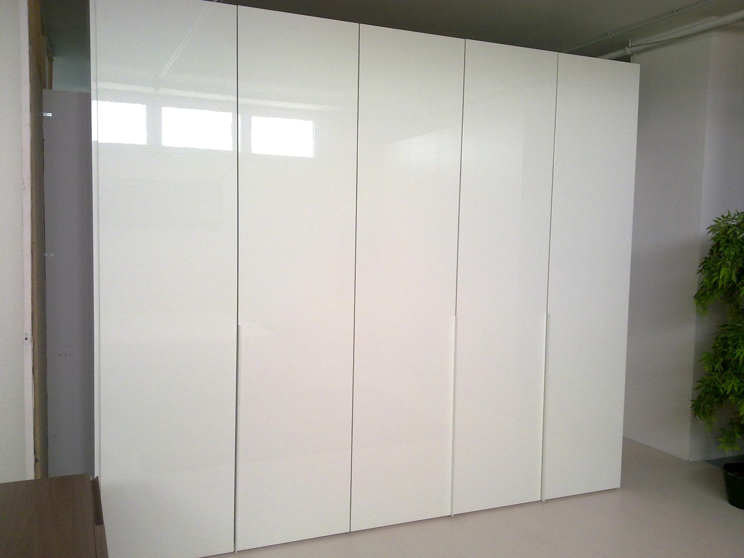 armadio pianca plana scontato del 50 armadi a prezzi scontati. Black Bedroom Furniture Sets. Home Design Ideas