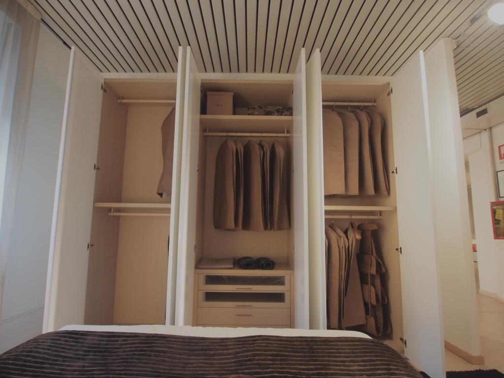 Outlet armadi poliform confortevole soggiorno nella casa for Poltrona poliform prezzo