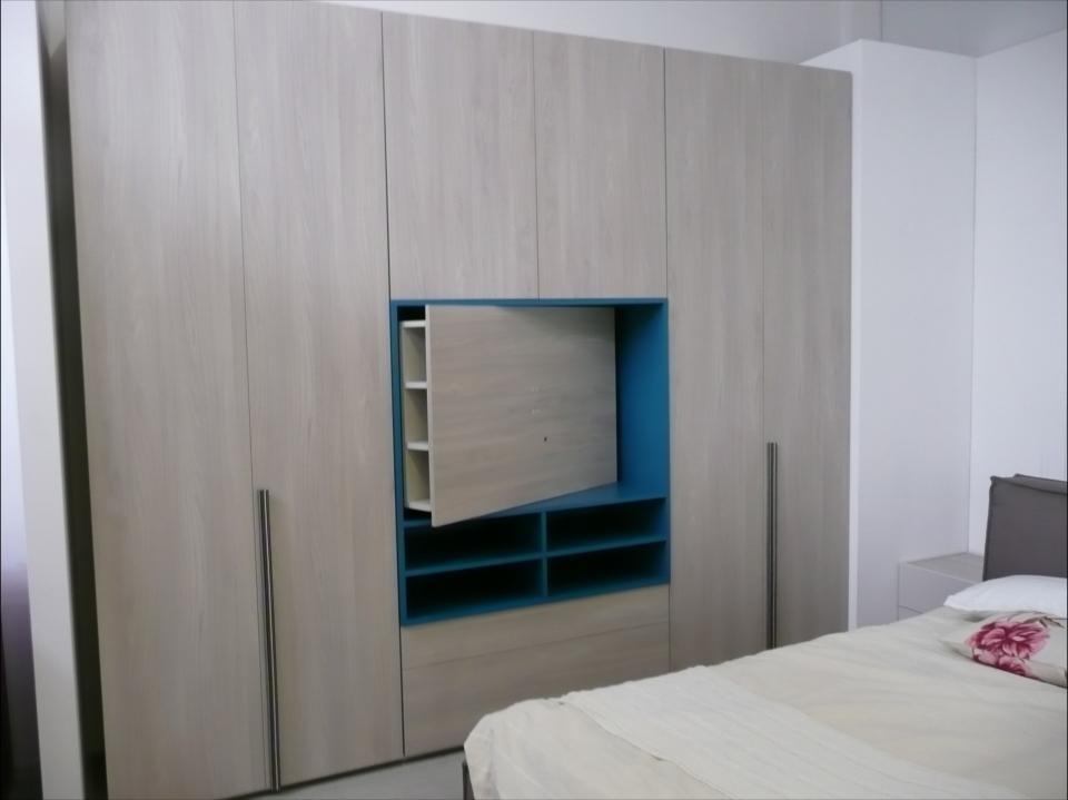 Armadio Scorrevole Porta Tv Mindland : Armadio style con vano tv e cassettiere di dielle modus