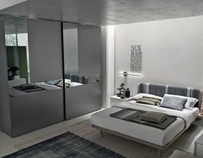 Armadio Tomasella modello Cristal. L'armadio è composto da due ante scorrevoli. Le finiture dell'armadio sono: laccato opaco colorato, vetro o specchio.