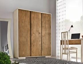 Armadio in legno colore naturale