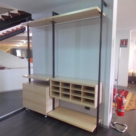 Cabina armadio faggio con tubi armadi a prezzi scontati for Cabina armadio outlet