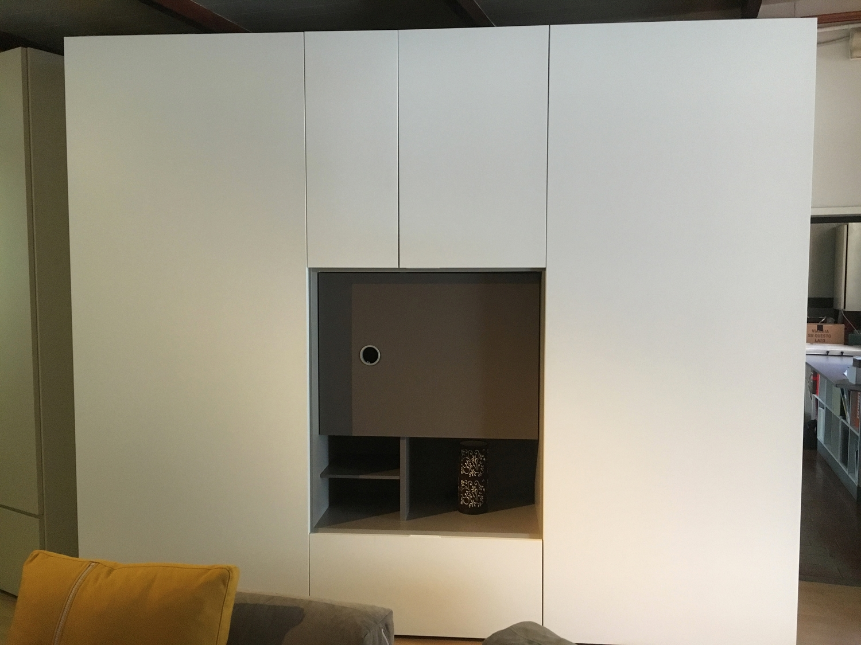 Caccaro armadio mod flat moderno laccato opaco ante for Armadi occasioni
