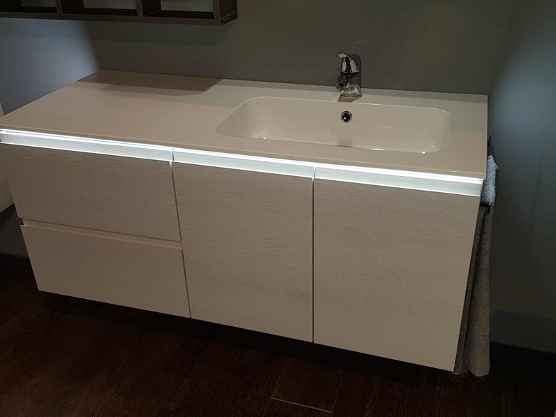 OUTLET BAGNO Compab in offerta con luce a led
