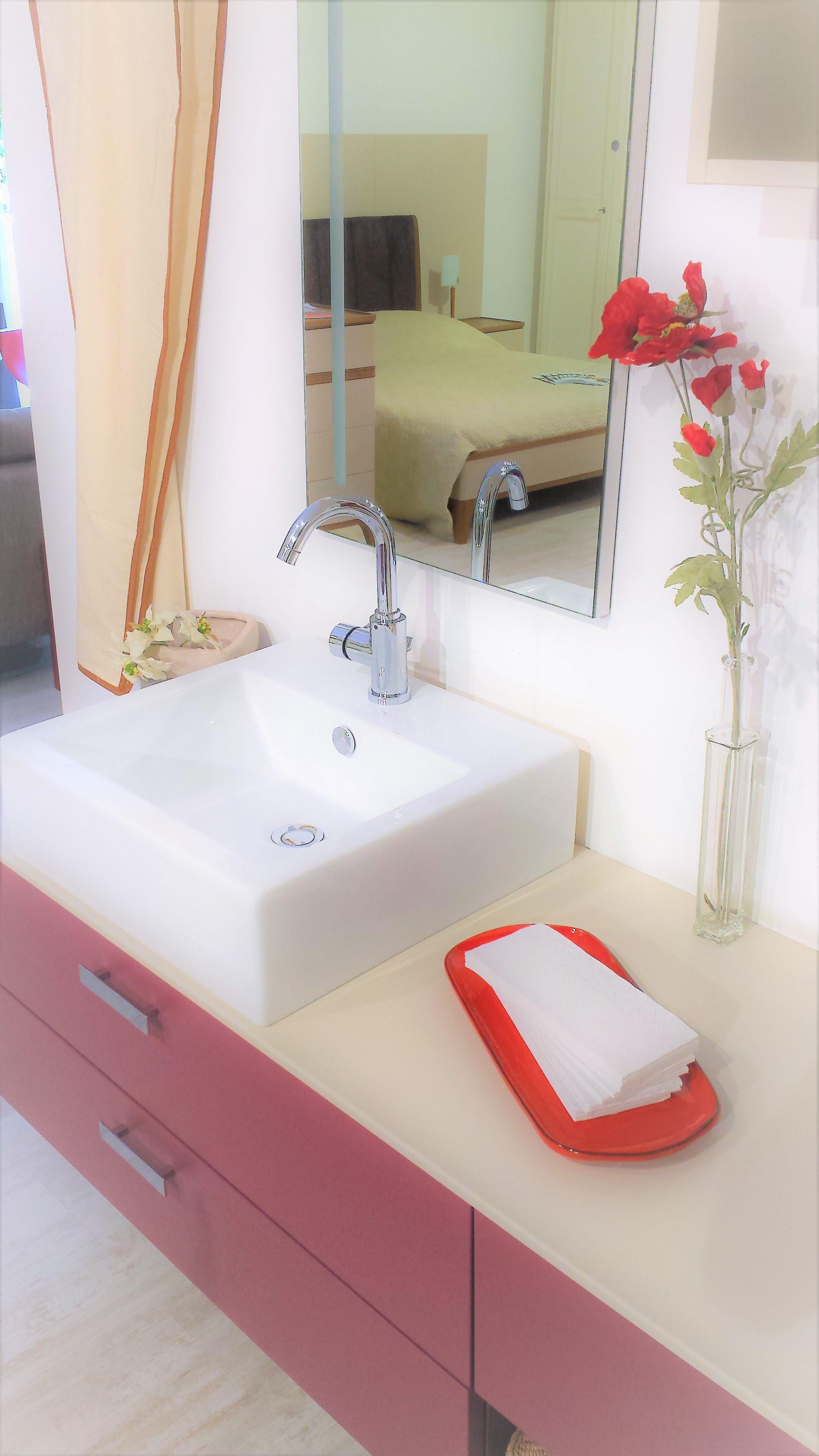 Compab estri design laccato opaco sospeso arredo bagno a for Arredo bagno design outlet