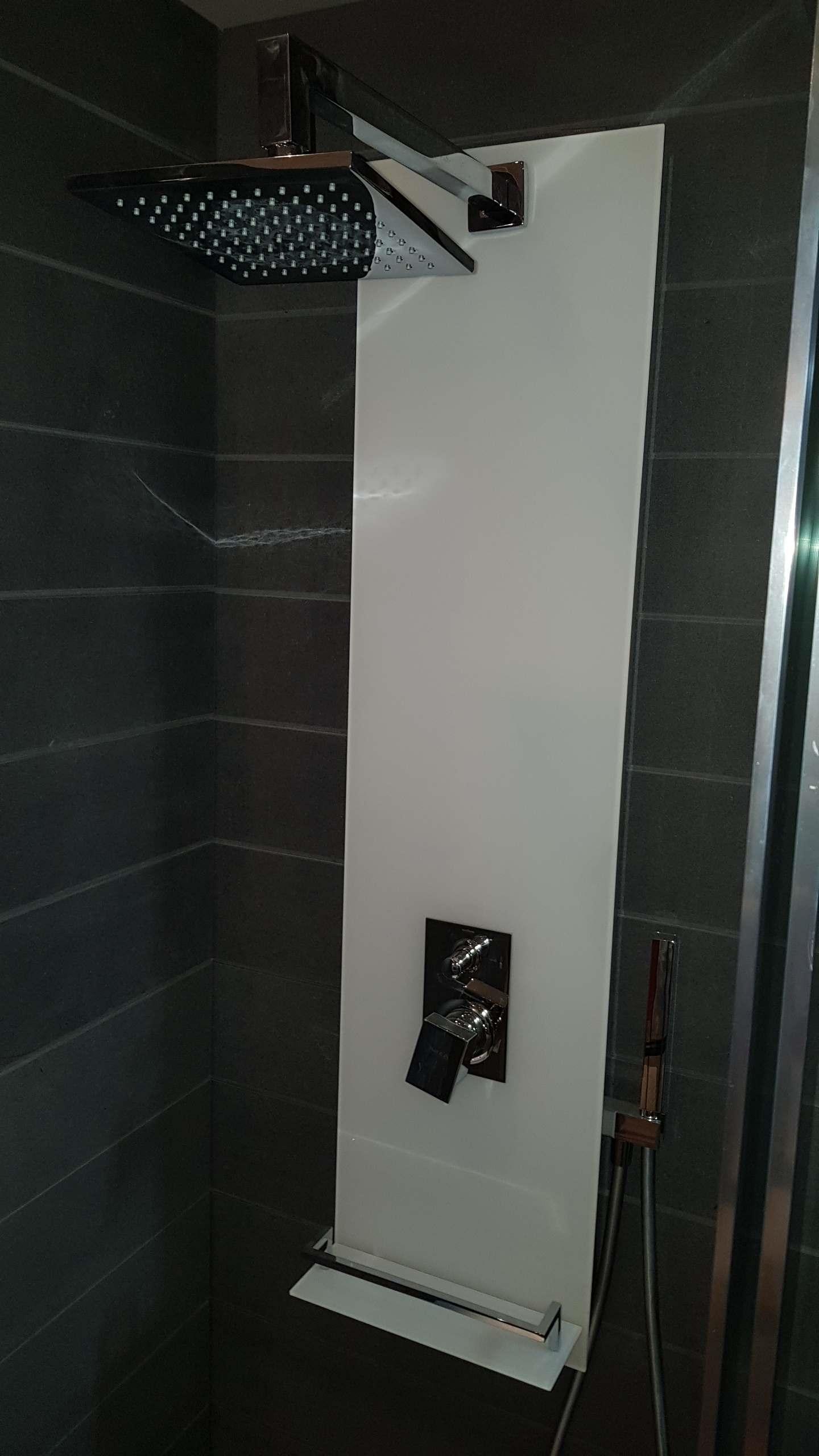 Outlet colonna doccia fly a parete arredo bagno a prezzi scontati - Arredo bagno on line outlet ...