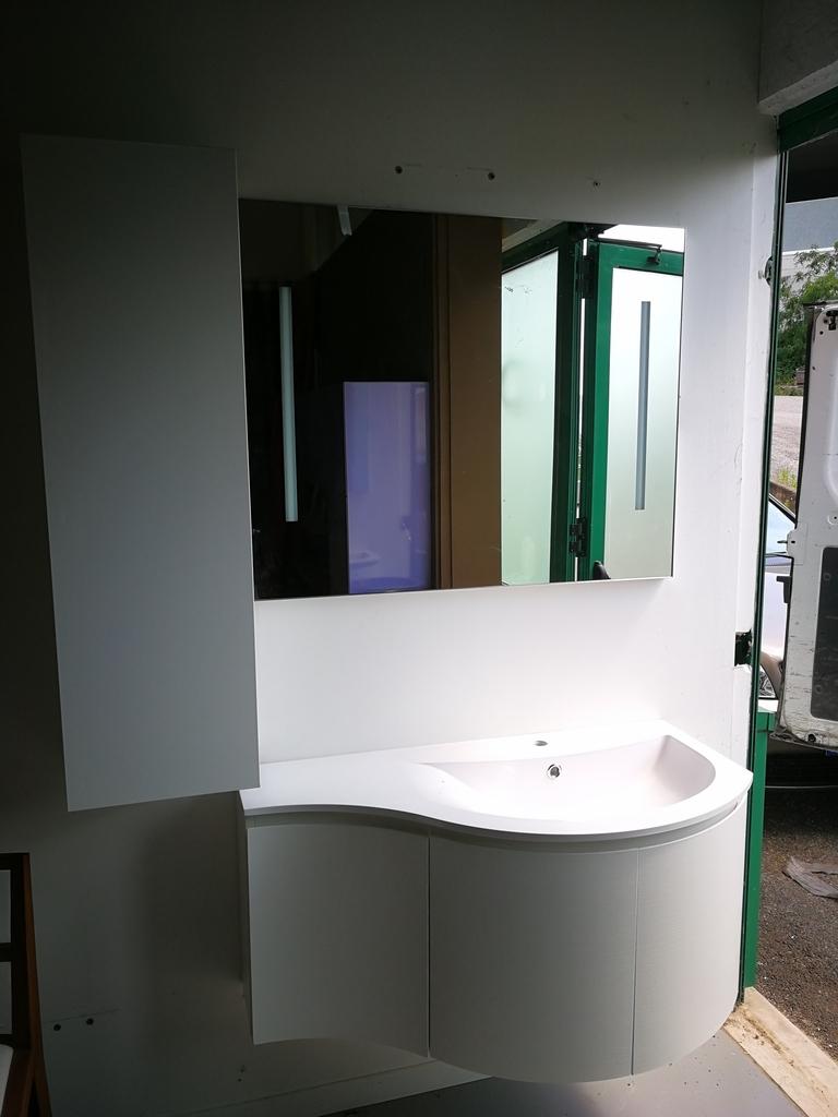 mobile e lavabo bagno stondato idee di design per la casa