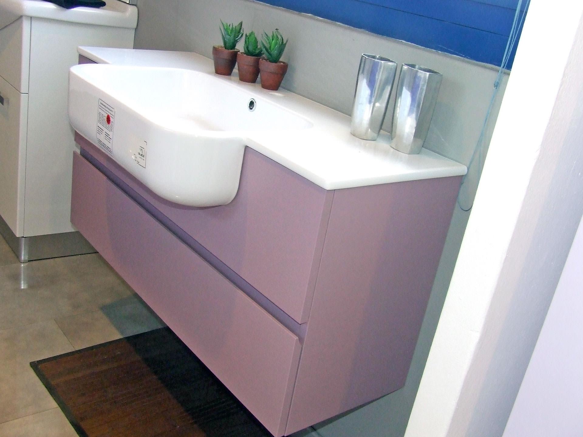 Arredo bagno young design casa creativa e mobili ispiratori for Arredo bagno albenga