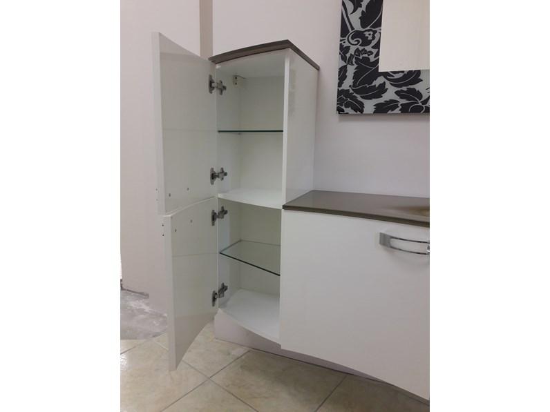 Composizione arredo bagno con elementi stondati laccato for Elementi bagno