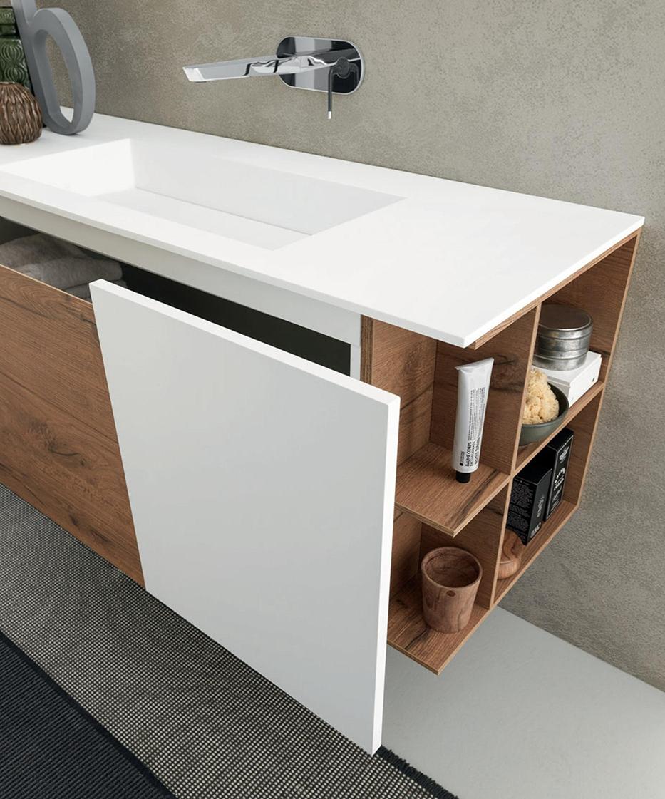 Arredo bagno con mobile sospeso in finitura legno e laccato bianco, nuovo a prezzo scontato ...
