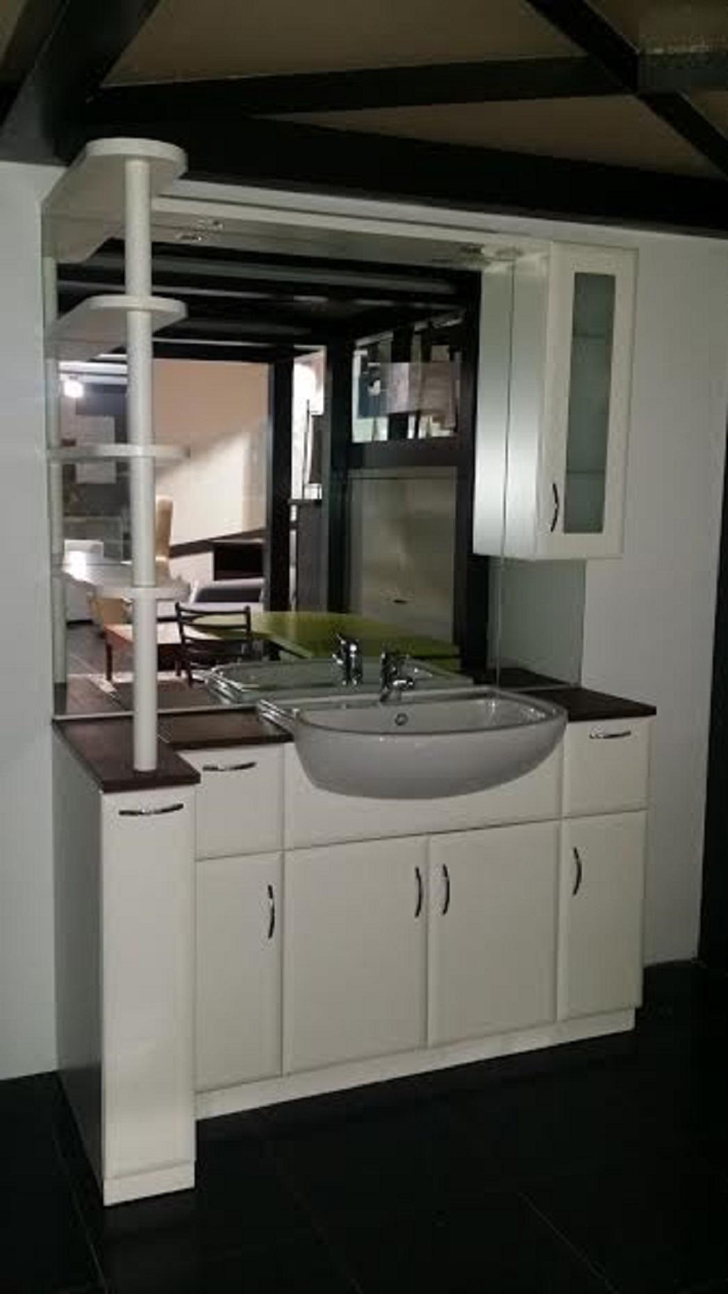 Arredo bagno moderno a terra laccato opaco scontato del 52 arredo bagno a prezzi scontati - Mobile bagno moderno a terra ...