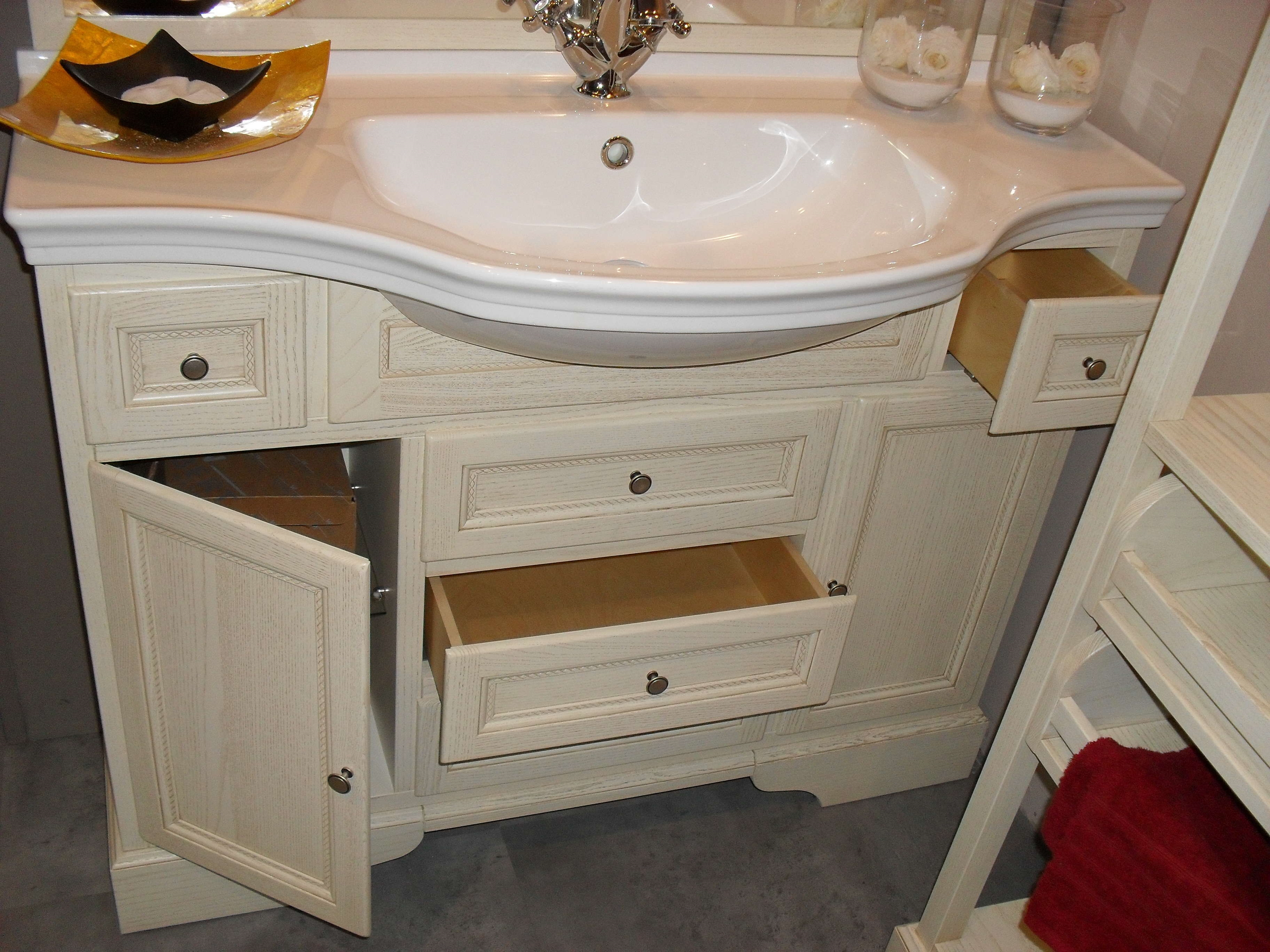 Bagno classico color crema scontato del 64 arredo bagno for Outlet mobili da bagno