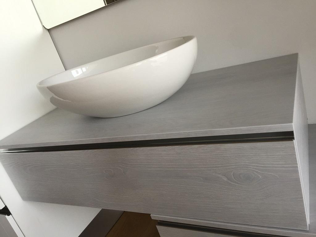 Bagno in materico effetto frassino grigio chiaro - Euro Bagni - Arredo ...