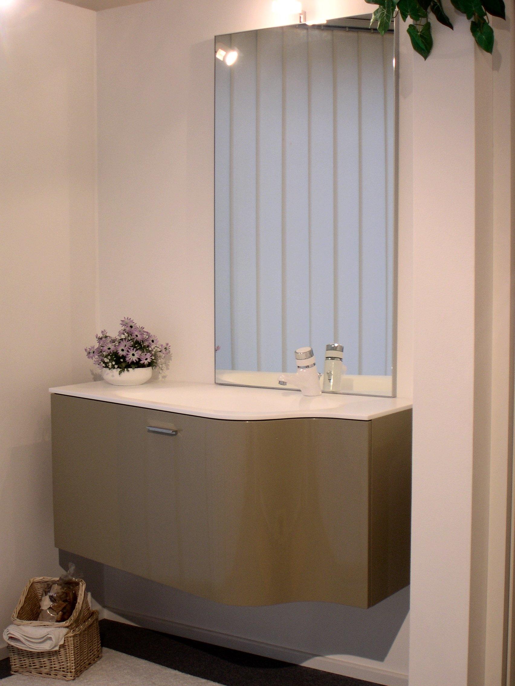 Arredi bagno klass novello design laccato lucido arredo for Design arredo bagno