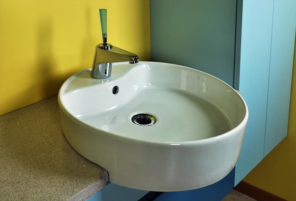 Bagno con mosaico blu design casa creativa e mobili - Mosaico blu bagno ...