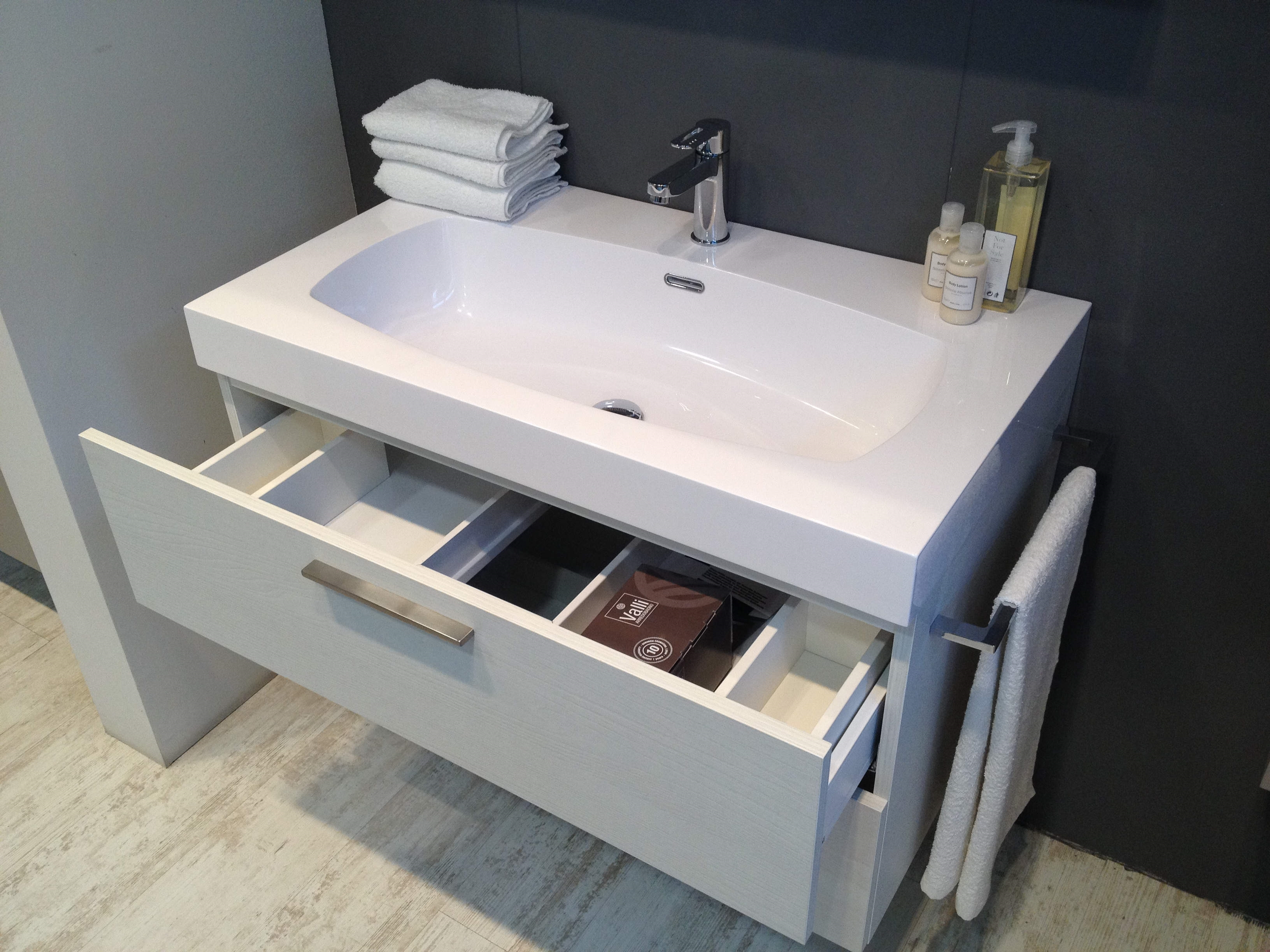 Arredo bagno scavolini mod aquo laminato 30 arredo - Mobili bagno scavolini prezzi ...