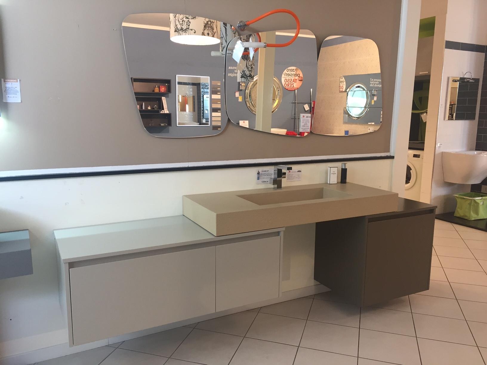 Composizione bagno sospesa novabagno modello look con for Prezzi lavabo bagno