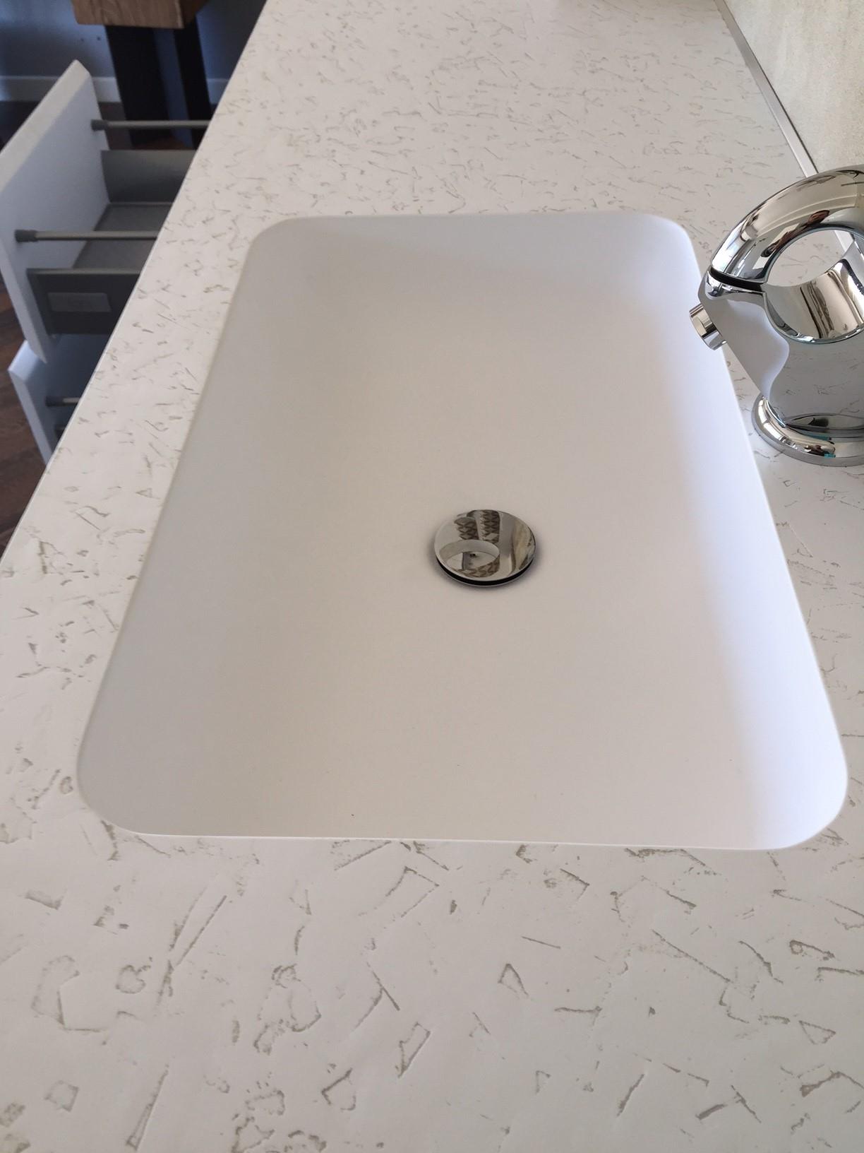 composizione fiora making con lavabo integrato, specchio e faretto ... - Fiora Arredo Bagno