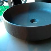 lavabo in ceramica da appoggio rivestito in ecomalta oltremateria color cemento pezzo unico