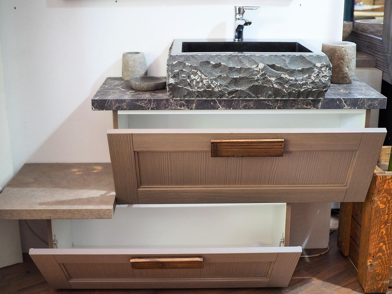 Mobile bagno essential etno in offerta compreso di for Mobile specchio bagno