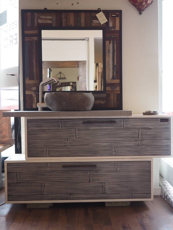 Mobile bagno in legno e crash bambu con specchiio in legno - Mobile bagno legno grezzo ...
