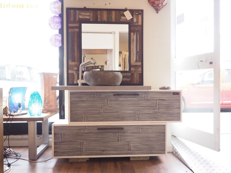 Mobile bagno in legno e crash bambu con specchiio in legno for Lavabo bagno mobile