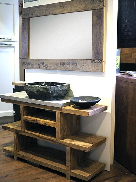 Mobile bagno in legno etnico iroko con lavabo in radice di for Coprilavatrice in legno