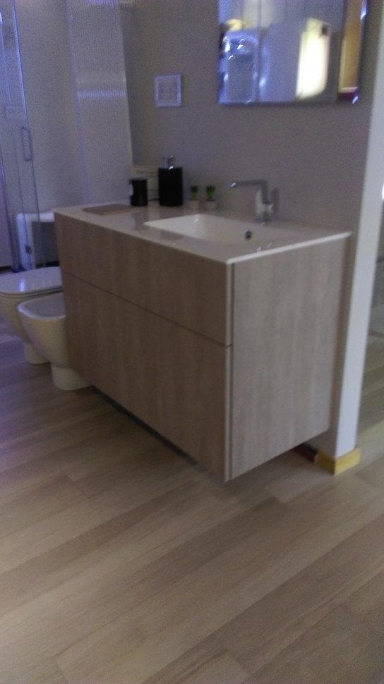 Mobile bagno sospeso molto capiente pezzo da sala mostra arredo bagno a prezzi scontati - Montaggio mobile bagno ...