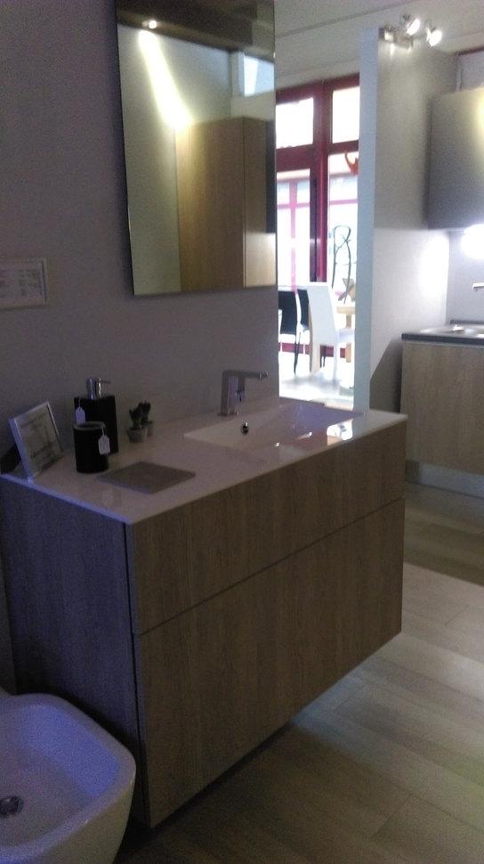 Mobile bagno sospeso molto capiente pezzo da sala mostra - Sala da bagno ...