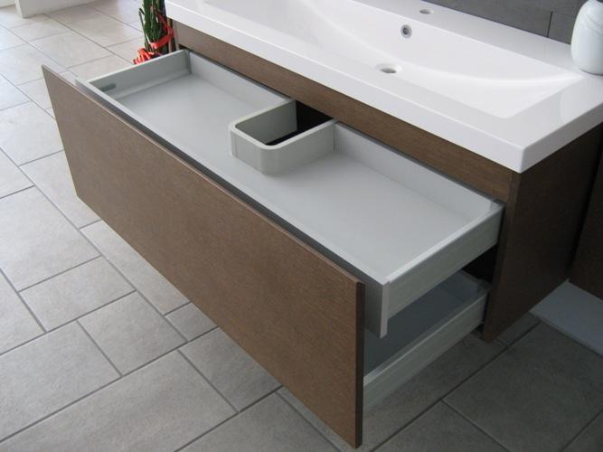 Mobile da bagno con lavabo in appoggio scontato del 60 for Lavabo da appoggio con mobile