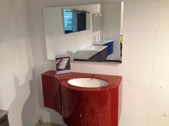 Mobile da bagno sospeso laccato rosso bordo 39 lucido arredo bagno a prezzi scontati - Mobile sospeso bagno ...