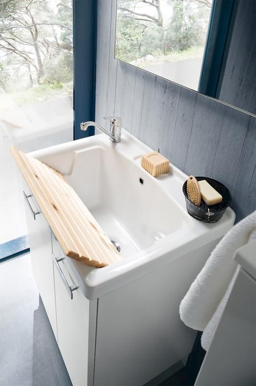 Mobile lavanderia con lavabo specchiera faretto sconto 35 arredo bagno a prezzi scontati - Prezzi lavabo bagno con mobile ...