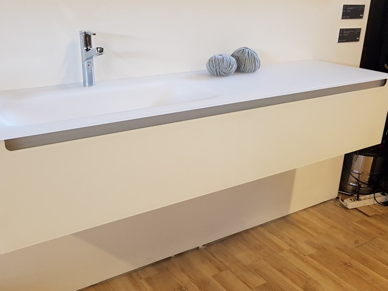 Mobile per la sala da bagno falper edge vetro a prezzo outlet