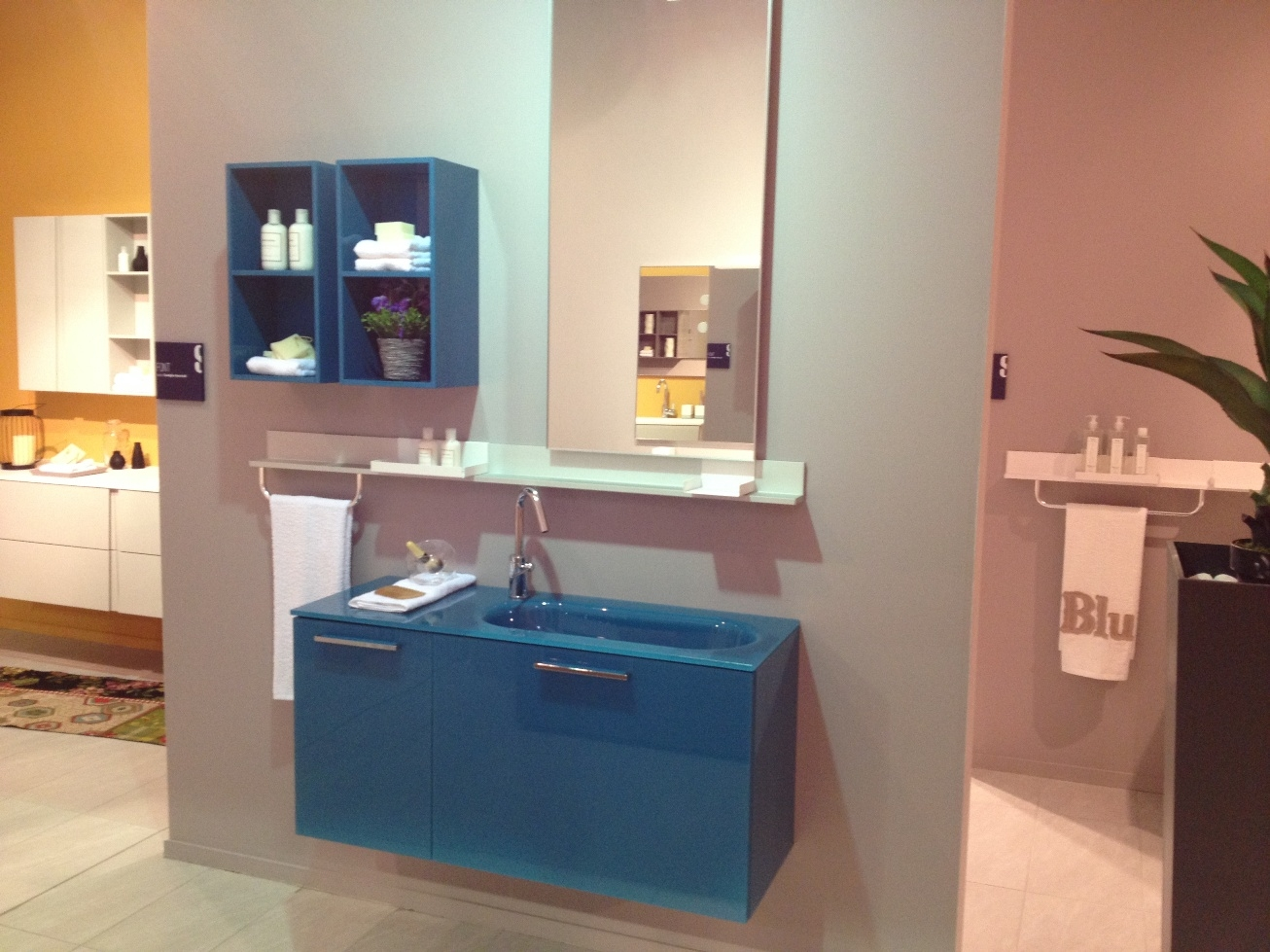 Scavolini bathrooms front vetro arredo bagno a prezzi scontati - Outlet piastrelle bagno ...