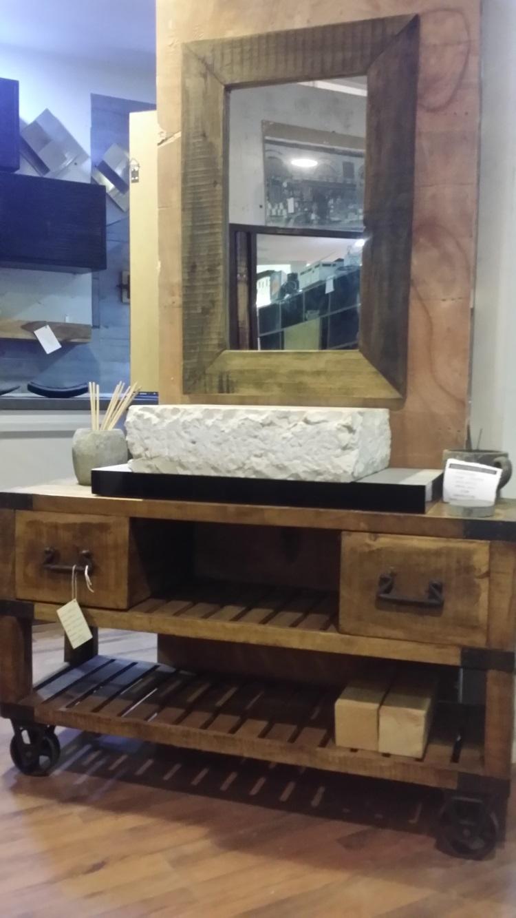 Mobile bagno industrial legno indi con ruote ghisa old for Mobile bagno legno