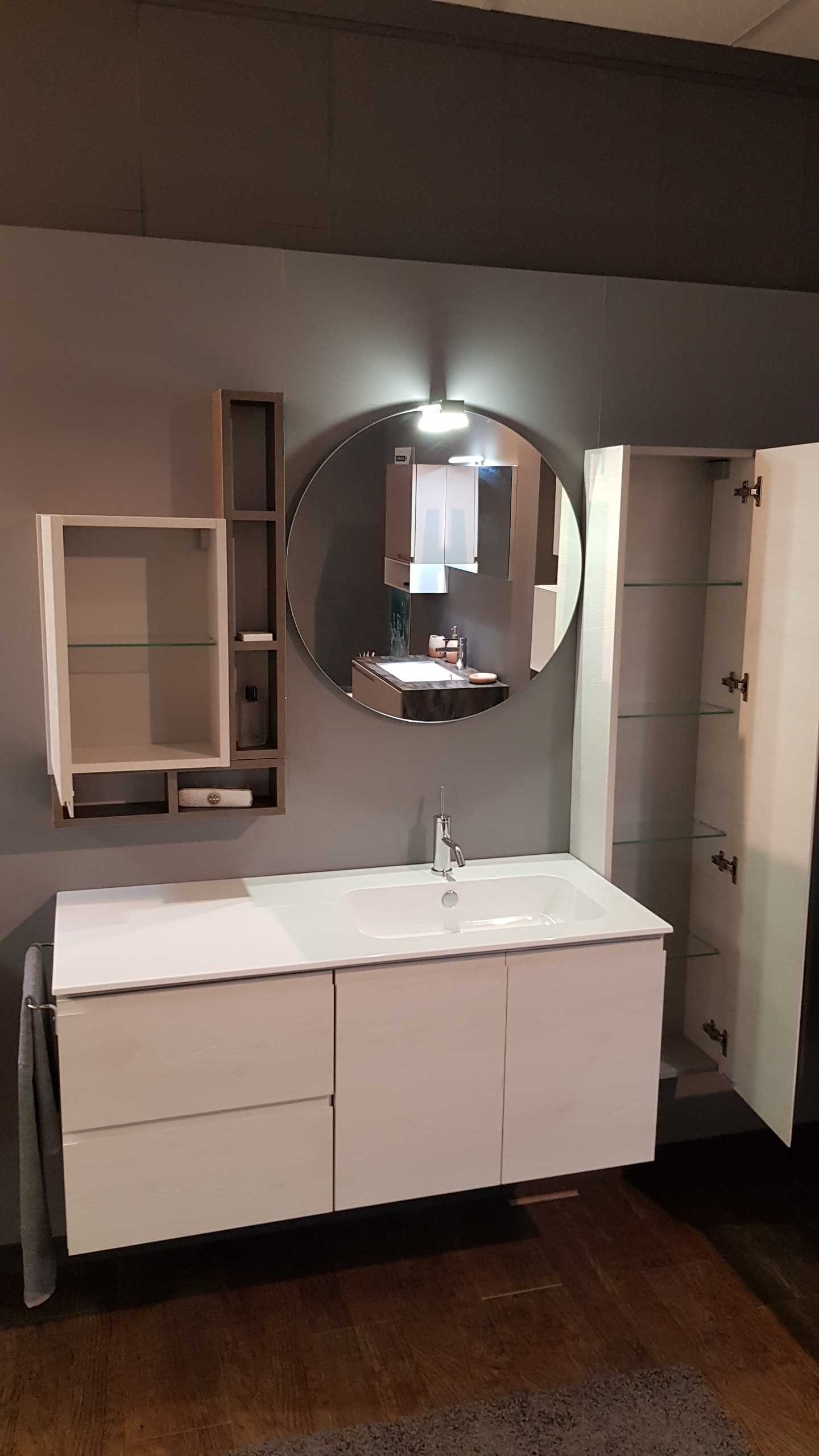 Outlet mobile bagno compab a como arredo bagno a prezzi for Arredo bagno provincia como